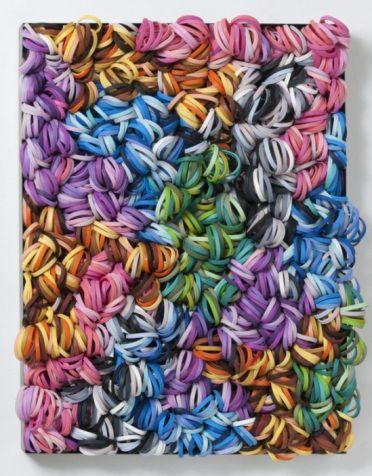 Francesca Pasquali Too LateLes créations de l'artiste italienne Francesca Pasquali sont étonnantes; elle a l'art de récupérer des objets et accessoires du quotidien pour les sublimer en oeuvre d'art; outre les pailles, les ballons, élastiques, caoutchouc…