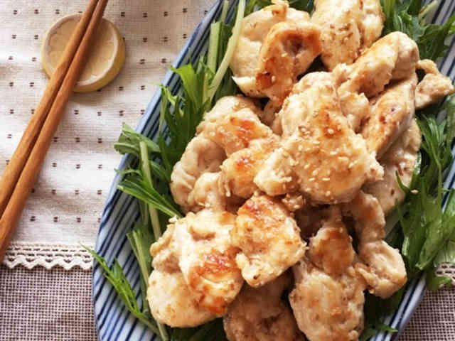 簡単*減塩*作り置き*鶏むね肉の鰹節焼きの画像