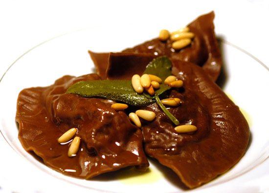 Tortelli al cacao ripieni di ragù di cinghiale | Il blog di ricette di Cinzia Bardelli