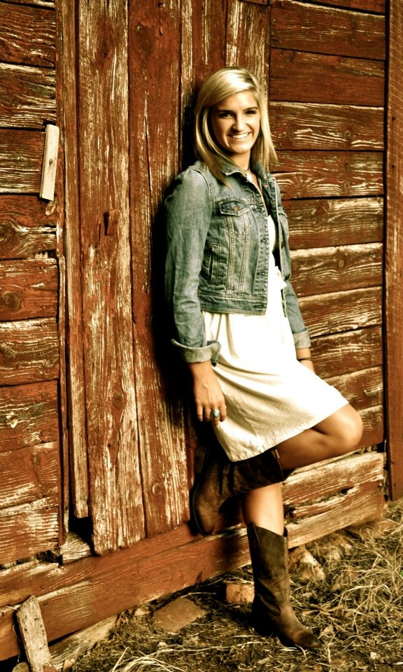 red barn senior pictures