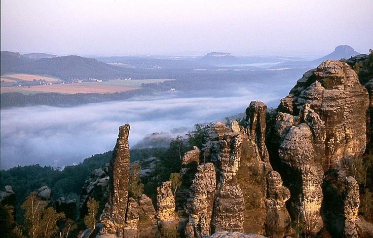 Die Schrammsteine sind in ihrer Wildheit eine einmalige Felsenwelt.