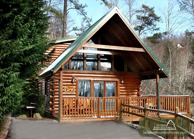 Peace of mind this 1 bedroom smoky mountain cabin has a for Jackson cabins gatlinburg tenn