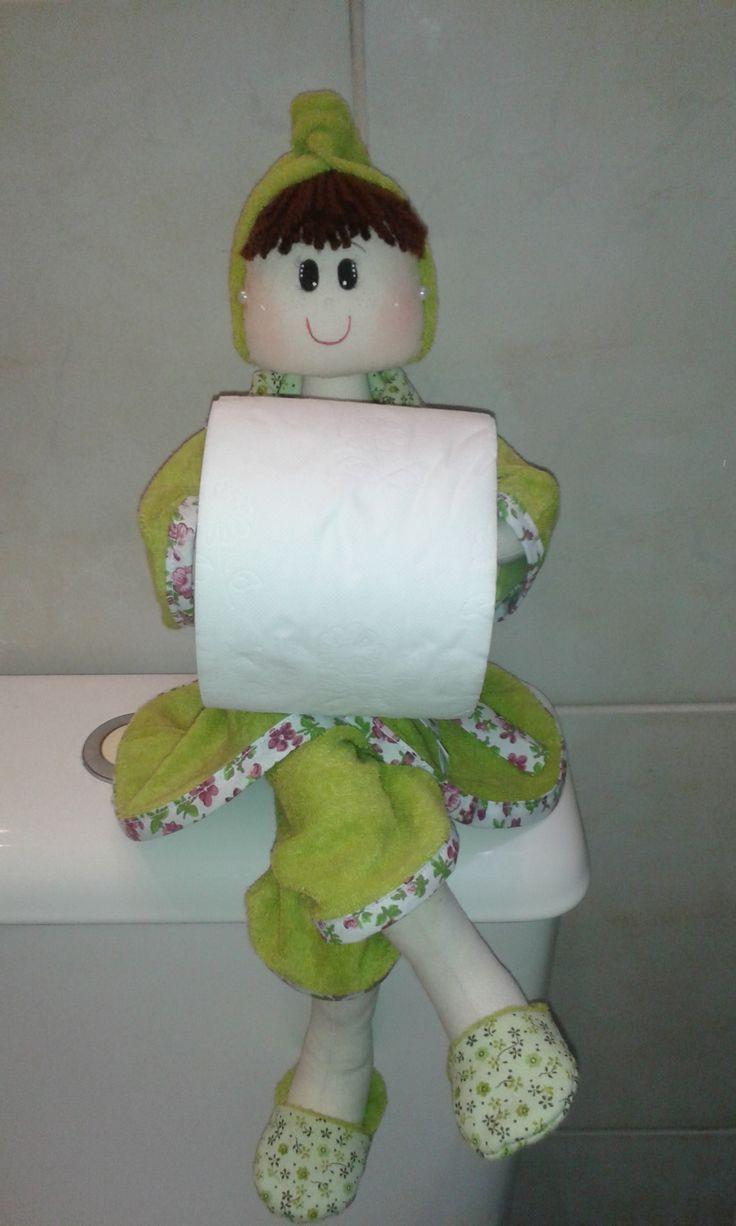 Boneca porta papel higiênico, organiza e decora.Faço por encomenda e mando para todo o Brasil. Curta a página no face www.facebook.com/...