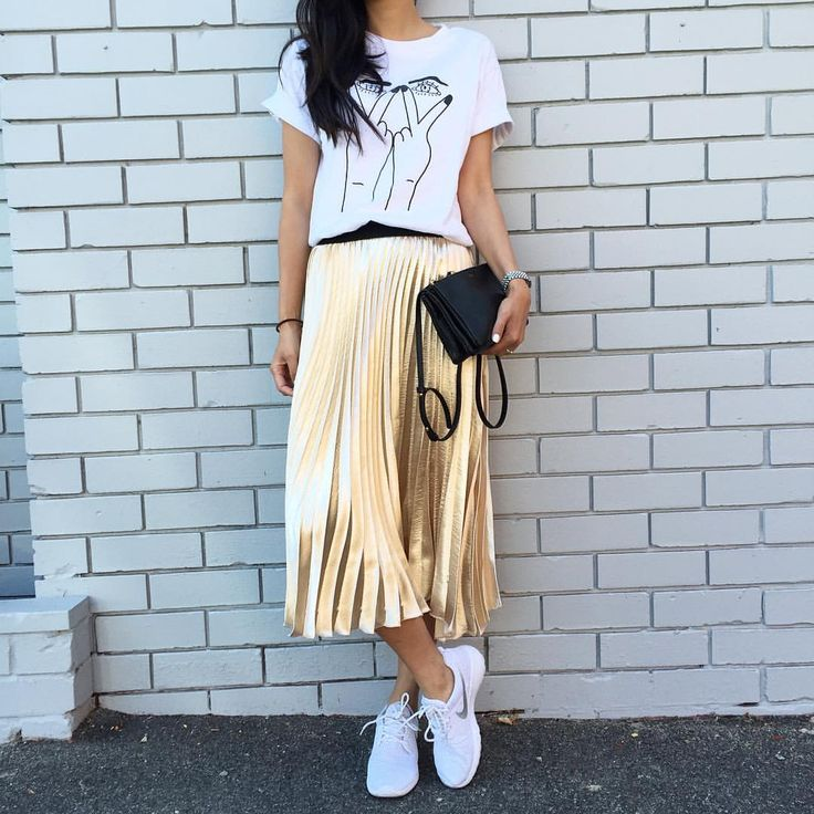"""HELLOPARRY.com auf Instagram: """"Grace Metallic Gold Pleated Skirt is due to stock very soon ✨✨ Pre-order yours now! Don't miss out this time!  #goldskirt#metallic#helloparry"""""""