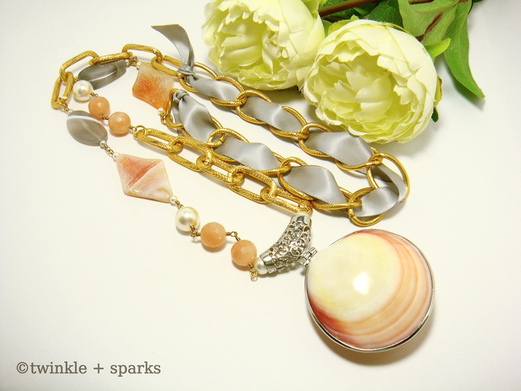 Seashell On The Shore necklace from http://twinkleandsparks.blogspot.com/