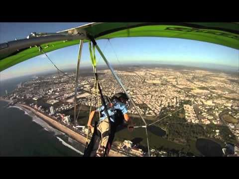 Each year we also have an Aero Fest here in Mazatlán, which ROCKS!!!! Here one of the ultralight flyers puts on a camera...