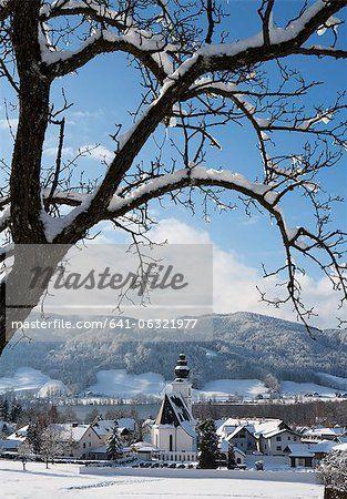 Austria, View of Zell am Moos with Irrsee Lake in background  – Bild © Masterfile.com: Kreative Stock-Fotografie, Vektoren und Illustrationen für Internet-, Print- und Mobile-Nutzung