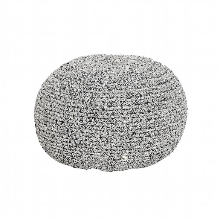 Poufs sind die trendige Ergänzung in Ihre moderne Wohnlandschaft. Ergänzen Sie zu Sessel und Sofa die stylischen Bodenkissen von Hübsch Interior! Der strapazierfähige Pouf aus reiner Baumwolle ist gefüllt mit Styroporkugeln und wird...