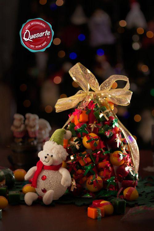 La combinación perfecta para tus novenas. A los niños les encanta, es el arbolito de navidad Quesarte. Aprende a construirlo en www.ideasquesarte.com
