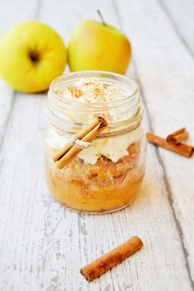 """Ecco a voi un'altra versione del mio crumble alle mele - """"Crumble in a jar"""" - Trovo questa moda di servire i dolci direttamente nel barattolo molto carina ed originale. INGREDIENTI PER 4 VASETTI 4 mele 200 gr. di farina 00 120 gr. di burro 100..."""