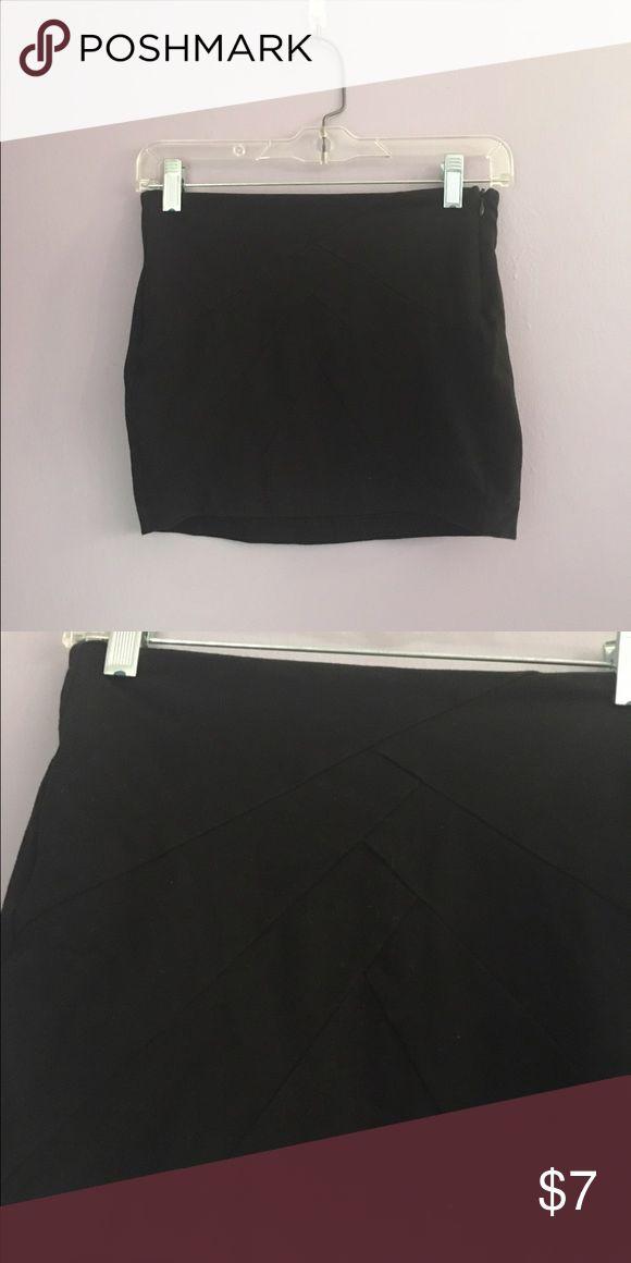 Tight black skirt Tight mini skirt with zipper on side Forever 21 Skirts Pencil