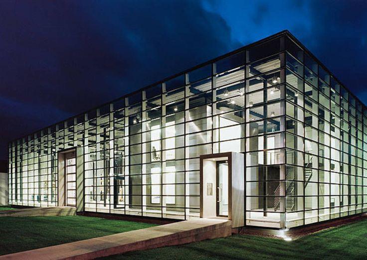 Natürliche Lichtquellen und klare Linien - das moderne Design und zugleich die Funktionalität dieser Büroräume sind zukunftsweisend.