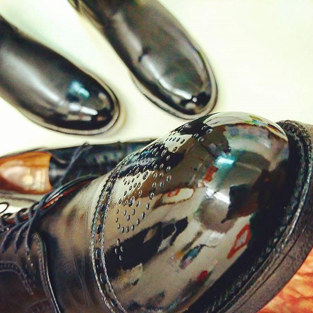 takei0201 #alden#redwing 年始に磨いた2足 #オールデン と#レッドウイング ・ ・ 乾拭きしたら レッドウイングの方が#ちゅるるん としてしまった💧 #ピントが合っていないからさっぱり分からないpic #この後は新年会 #牛角らしい #aldenshoes#aldenarmy#redwings#shoes#boots#shoeshine#ちゅるりすと#ちゅる活#靴#革靴#ブーツ 2017/01/07 18:36:42