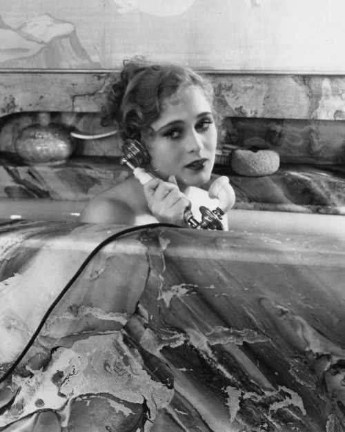 (via Film Noir Photos: Rub-a-dub-dub: Dolores Costello)