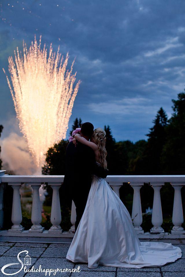 dokumentaarinen hääkuvaus – Helsinki Vantaa Espoo. Hääkuvaus Haikon kartanossa. wedding ideas. wedding firework.
