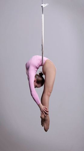 Cirque artist - wow talk about bendy !!!! only in my dreams would I ever bend like this