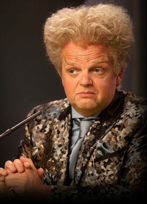 Claudius Templesmith (Toby Jones) from the Hunger Games sporting an 18th Century inspired 'do'. Meh: 30 Day Challenge, Catch Fire, The Hunger Games, The Doctors, Doctors Who, Harry Potter, Hair Looks, Claudius Templesmith, Toby Jones