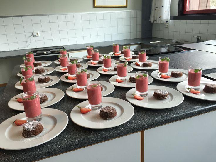 Den oppgaven jeg ga elevene på Ungdomskole. De laget jordbær+banan smoothie og gode sjokolade lava cake. #IMPORNERENDE ! :)