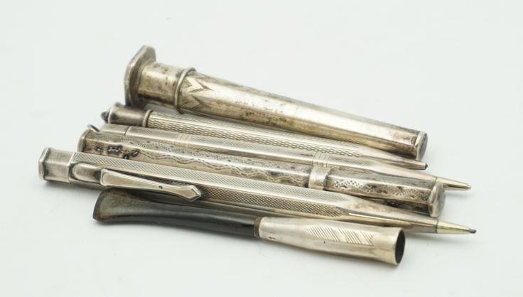 Twee zilveren naaldenkokers, drie zilveren potloodhouders en een zilveren sigarethouder