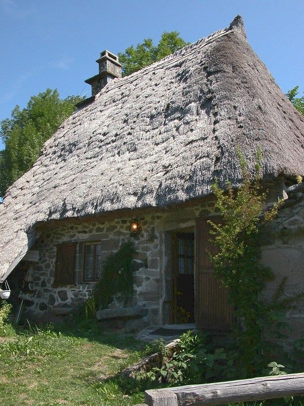 Thatched cottage in Auvergne, France