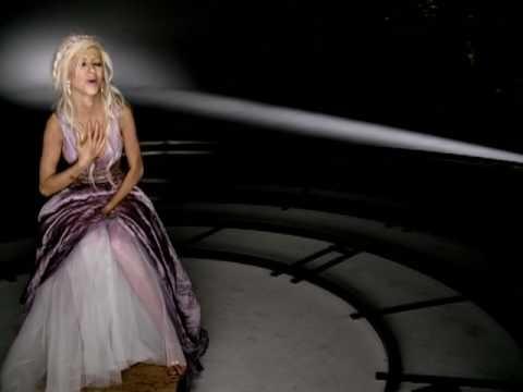 "Christina Aguilera - ""Pero Me Acuerdo De Ti"""