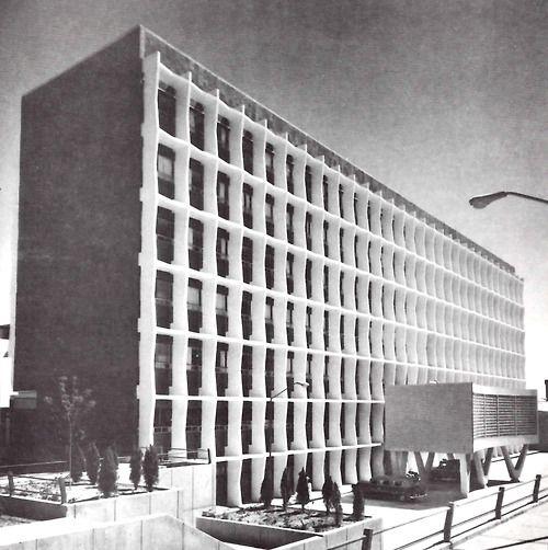 Fachada del Hospital General de Torreón (IMSS Numero 16) Blvd.. Revolución esq. Jazmín, Torreón, Coahuila de Zaragoza, México 1967 Arq. Enrique Yáñez