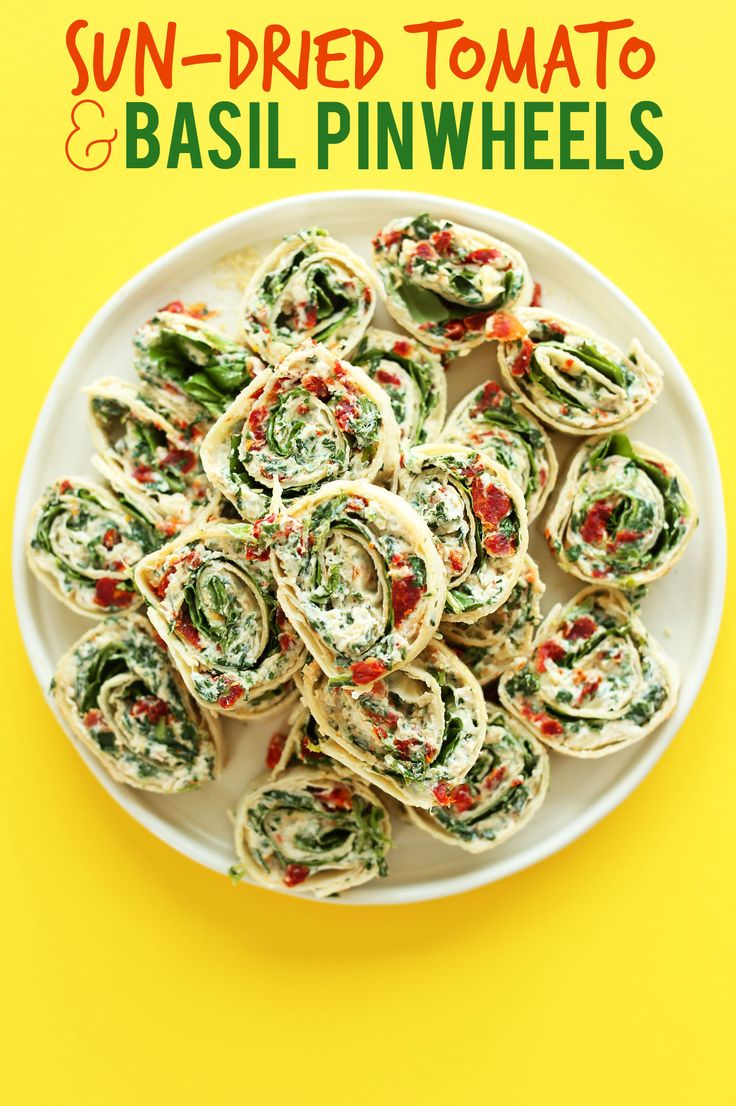 AMAZING 8 ingredient, 15 minute Sun-dried Tomato and Basil Pinwheels! An easy, crowd-pleasing summer-friendly appetizer or snack! #vegan #recipe #appetizer #summer