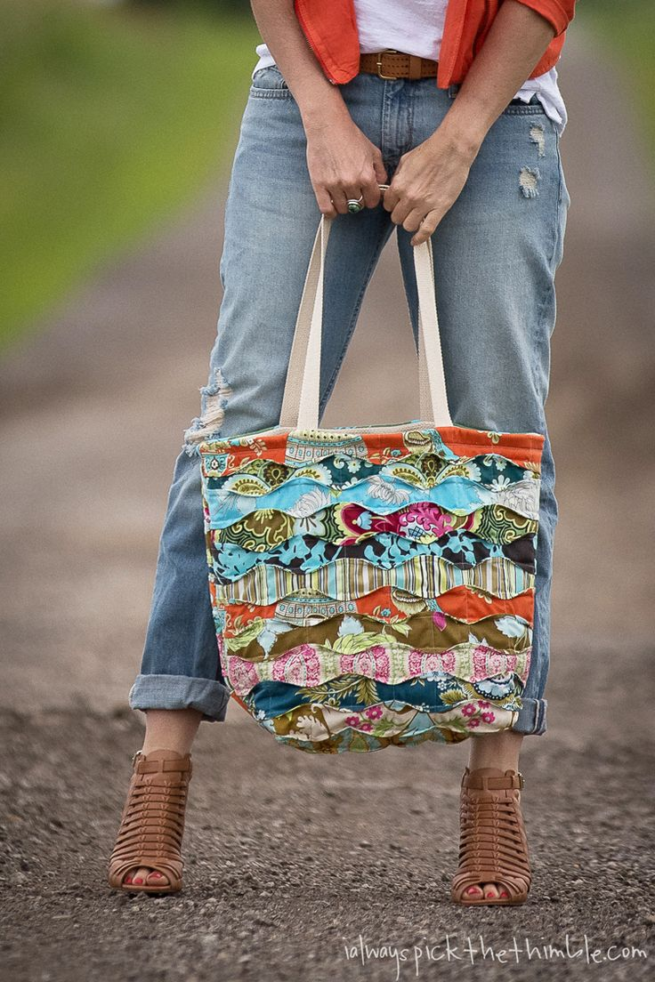 Memory-Lane-Tote-from-ialwayspickthethimble love love love this bag with tutorial amazing blog