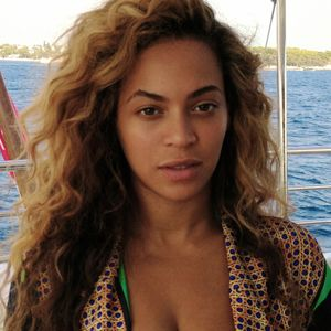 I like the loose beach waves and the natural facial look. I always adored Beyonce without makeup, it makes her look more younger and beautiful! Embrace your natural selves!