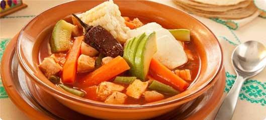¿Ya sabes qué vas a preparar hoy de comer? Te recomendamos que prepares un Caldo Tlalpeño súper casero al estilo Nutrición Grupo Bimbo.