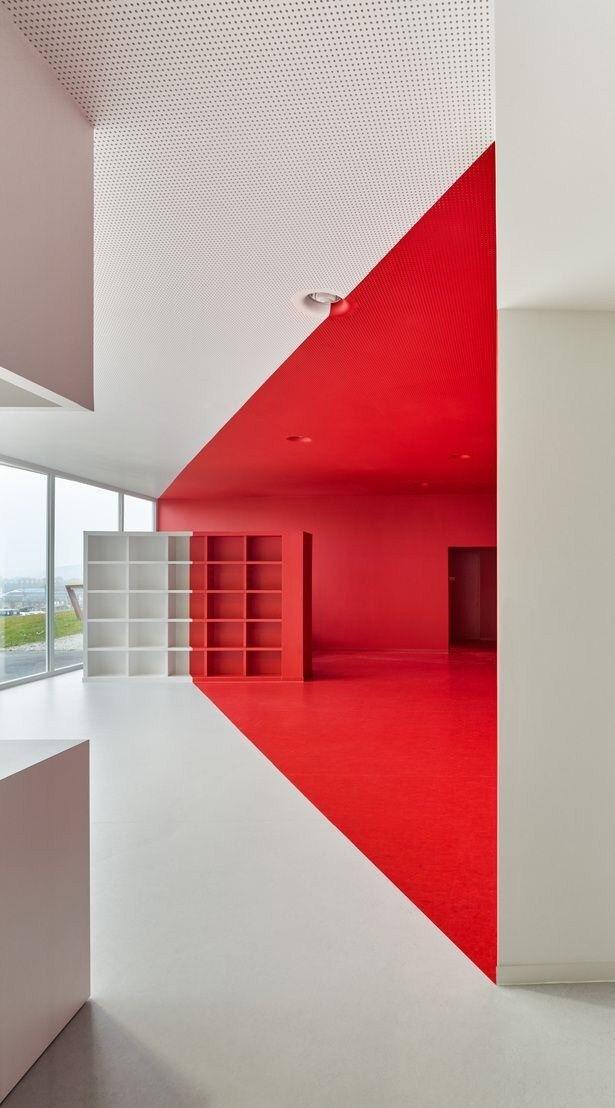 22 Gorgeous Colour Contrast Interior Designs From Drab To Fab Office Interior Design Interior Architecture Minimalist Interior
