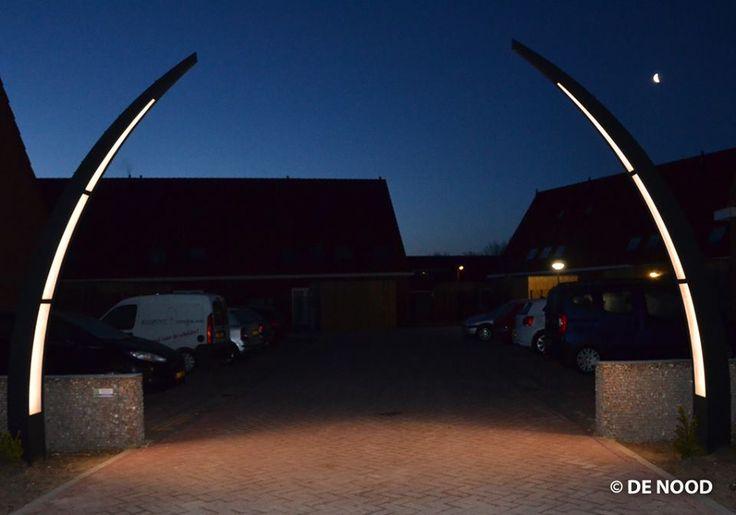 Maatwerk: design lichtzuilen met LED voor een nieuwbouwproject in Sneek #design #straatverlichting #buitenverlichting #armaturen #straatlantaarn #lantaarn #led #DENOOD #maatwerk