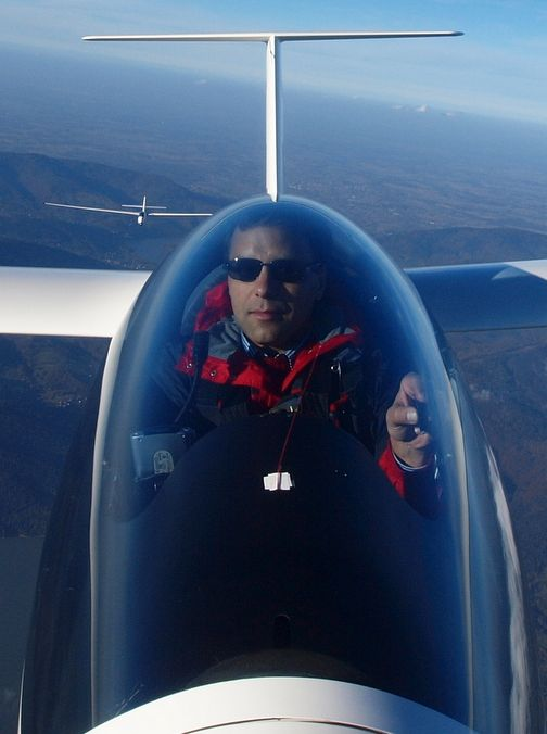 Glider ride with World Champion Sebastian Kawa available on Sponsume!  www.sponsume.com/project/everest-gliding