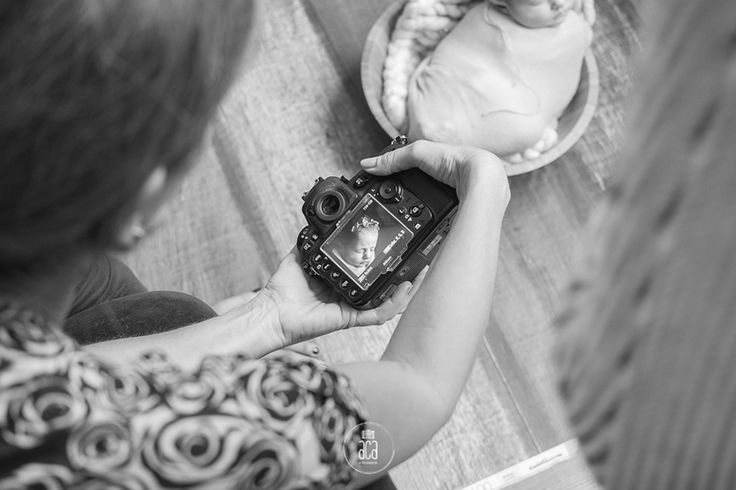 Making of: Laura fotografando a bebê Emma   Saiu no site da FHOX um pouco do backstage do workshop newborn que realizei em Montevideo, Uruguay no mês passado. Que gostoso relembrar esses dias intensos e de tantas emoções que vivi por lá!!