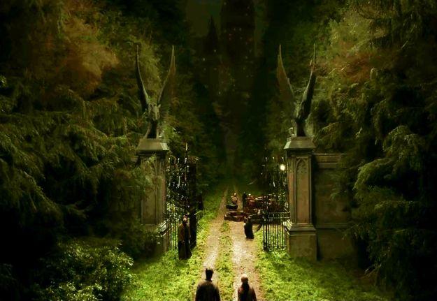 "British school gates in Harry Potter: | British Schools In ""Harry Potter"" Vs British Schools In Real Life"