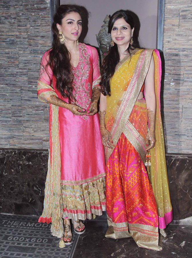 Soha Ali Khan with sister Saba Ali Khan at Soha's mehendi ceremony. #Bollywood #Fashion #Style #Beauty