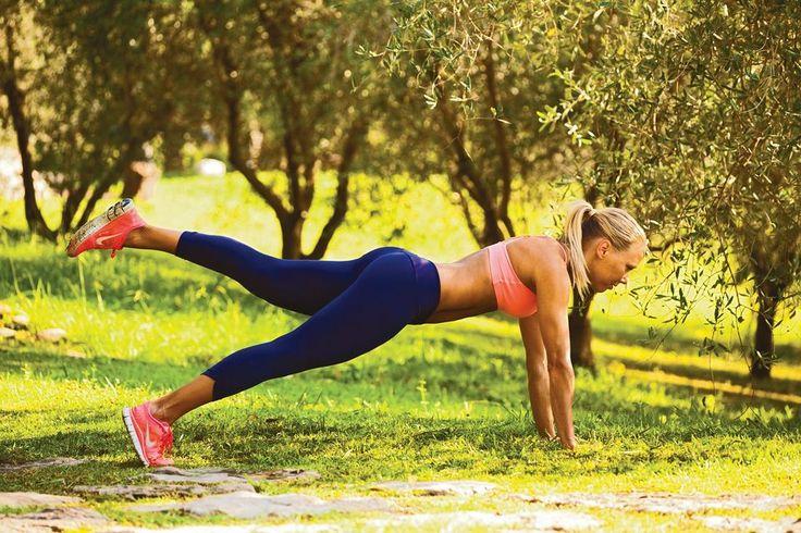 Litteä vatsa. Kolminkertainen fitnessin maailmanmestari Else Lautala aktivoi keskivartalonsa punnerrusasennossa.