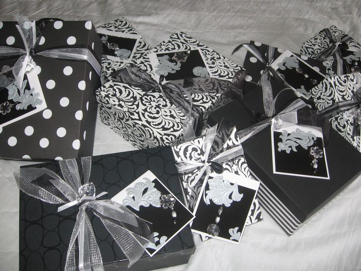Black & White | Gifting by FORM CREATIONS