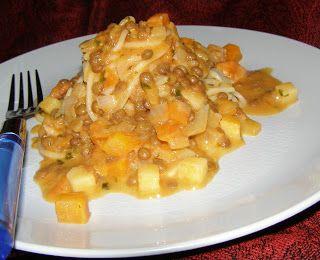 W Mojej Kuchni Lubię.. : spaghetti z sosem pomidorowym z soczewicą zieloną....