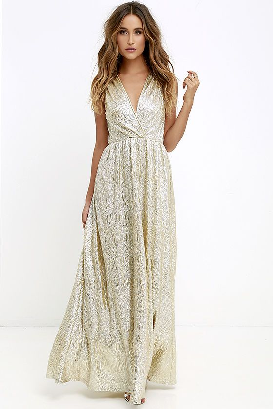 AS SEEN IN REAL SIMPLE! With its glimmering silver-meets-gold fabric, the All that Shimmers is Gold Light Gold Maxi Dress will have you…