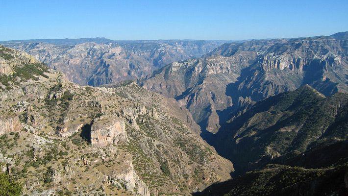 Copper Canyon (Mexic)  20 de poze deosebite cu canioane, adevarate sculpturi ale naturii - galerie foto.  Vezi mai multe poze pe www.ghiduri-turistice.info  Sursa : www.wikimedia.org