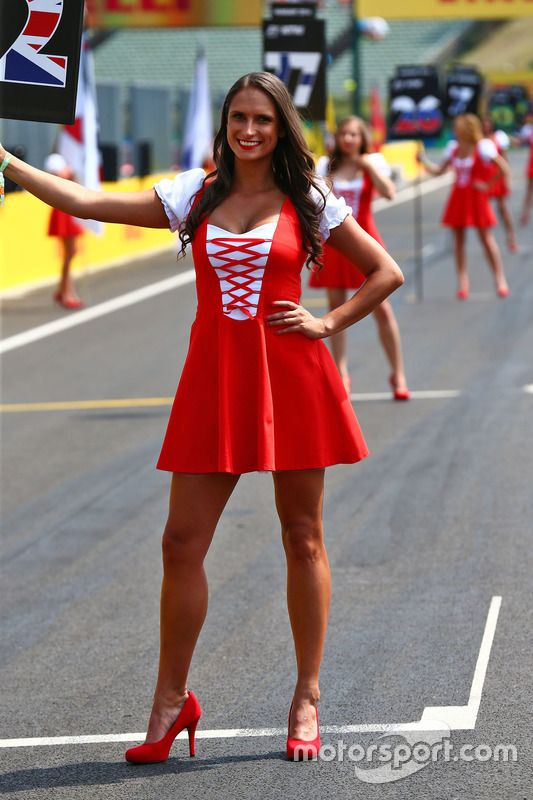 oops grid Formula 1 girls