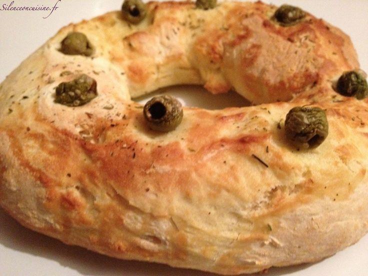 Voici une recette un peu «free-style» mais délicieuse, faite directement dans la cuve de l'actifry, du pain aux olives et aux herbes de Provence.
