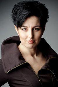 Agnieszka Franków-Żelazny śpiewa i dyryguje, jest kierownikiem Chóru Filharmonii Wrocławskiej i kuratorem ESK 2016 do spraw muzyki #Wroclaw