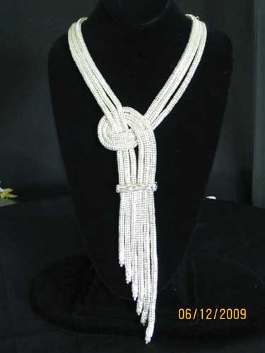 adapt - use old t-shirts: Beads Crochet, Jewelry Crochet Inspiration, Con Cordon, Beads Necklaces, Holmes Lov, Crochet Jewelry, Bead Crochet, Beautiful Design, Long Collars
