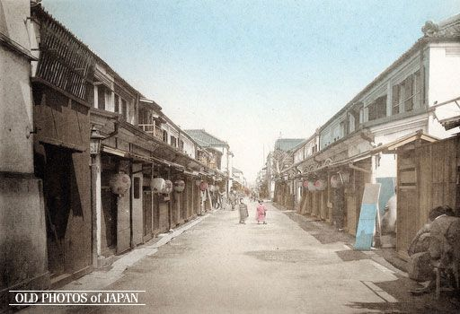 Shinbashi Geisha Houses, Tokyo, 1890's. In the late Edo period (1603-1868), Yanagibashi, nearby the Ryogoku bridge, was Tokyo's main geisha district. The advent of the Meiji era (1868-1912), however, brought a new elite, more focused on money and power, who showed little interest in the traditional values of Yanagibashi. They favored the geisha quarter of Shinbashi (also Shimbashi). It was situated close to the new government and office buildings that were springing up like mushrooms.