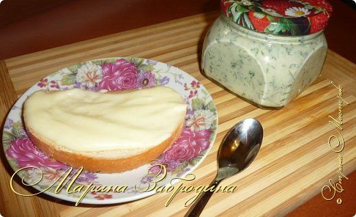 Тема сегодняшнего рецепта - как приготовить плавленый сыр в домашних условиях. Пишу базовую рецептуру, а вы уже потом сами можете добавлять по вкусу добавки (укроп, бекон, грибы, специи и т.д) чтобы разнообразить его вкус. Такой сыр можно намазывать на тосты. А готовится он очень быстро, буквально за 7-9 минут. фото 1