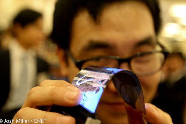 Samsung lanzará celular plegable en 2017: reporte   La compañía ya tendría varias patentes aprobadas para un teléfono de 5 pulgadas que se convertiría de forma sencilla en una tableta de 7 pulgadas.  Samsung podría presentar un teléfono plegable el próximo año.  Samsung estaría trabajando en un teléfono plegable que podría ser lanzado en 2017 según pudo conocer SamMobile citando fuentes japonesas. La compañía ya tendría todas las patentes que requiere aprobadas y listas para ser utilizadas…