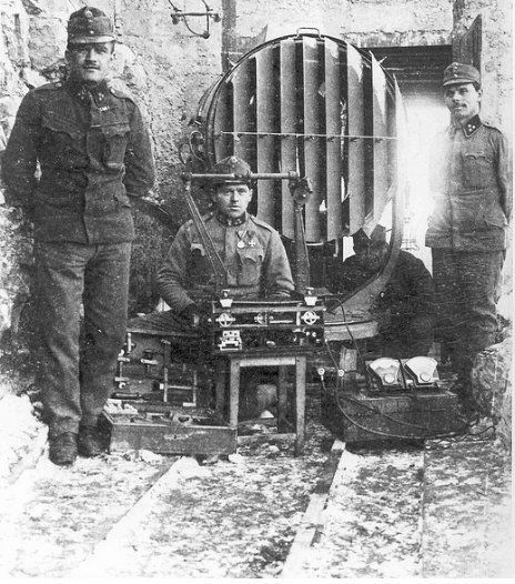 WWI. French searchlight, Bois Fumin. Verdun, 1916.