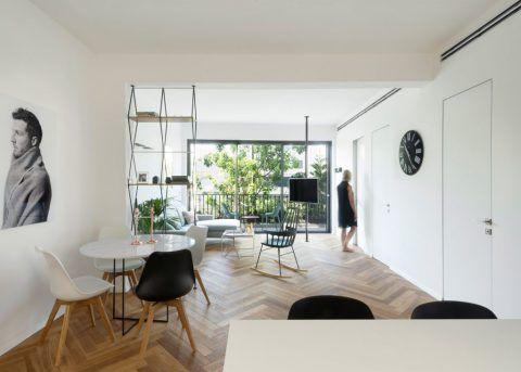 O piso espinha de peixe e móveis em tons pastel evitam que os ambientes pareçam frios e deixa o décor mais descolado